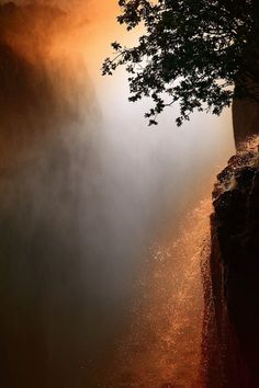 - Victoria Falls, Livingstone - Zambia - by James Appleton Cool Pictures, Cool Photos, Beautiful Pictures, Light Photography, Landscape Photography, Chutes Victoria, Chobe National Park, Victoria Falls, Livingstone