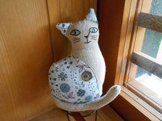 ビビーズ刺繍をあしらった、やわらかい猫クッションドールです。|ハンドメイド、手作り、手仕事品の通販・販売・購入ならCreema。