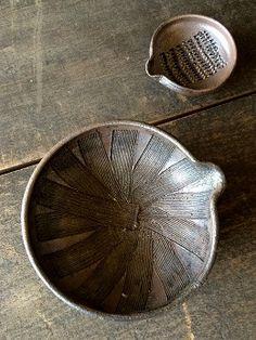 黒灰釉すり鉢 - 器と暮らしの道具 OLIOLI
