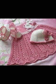 Who knows how to crochet??? If I have a little girl I would love for her to have a dress like this!