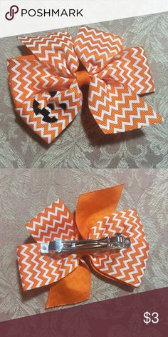 Jack o lantern chevron hair bow NWOT Orange and white chevron jack o lantern hair bow. Brand new never worn perfect condition. Fall Halloween spooky pumpkin only $4.50 including shipping on my dep0p @ flybabyb Accessories Hair Accessories