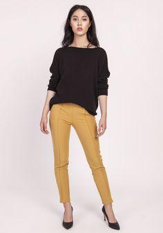 Dzianinowa bluzka, luźny krój, luźny krój, długi rękaw typu drop-sleeve, dekolt w łódkę, przyjemna, komfortowa dzianina, Capri Pants, Model, Products, Fashion, Moda, Capri Trousers, Fashion Styles, Scale Model
