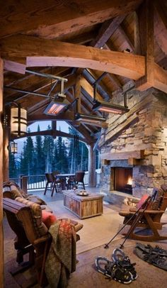 Cozy log home in Big Sky, Montana • Locati Architects / Blue Ribbon Builders / photo: Roger Wade Studio