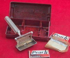 Vintage/Antique Ever-Ready Safety Razor In Bakelite Box & 2x Peach SE Blades VGC