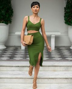 Green Skirt And Crop Top Set Fall Inspo by Micah Gianneli women fashion outfit clothing style apparel closet ideas Style Work, Mode Style, Her Style, Street Chic, Street Style, Beautiful Outfits, Cute Outfits, Estilo Glamour, Vert Olive
