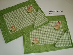 JOGO AMERICANO | Flickr – Compartilhamento de fotos! Patch Quilt, Applique Quilts, Embroidery Applique, Clothing Store Displays, Place Mats Quilted, Table Runner And Placemats, Mug Rugs, Hot Pads, Applique Designs