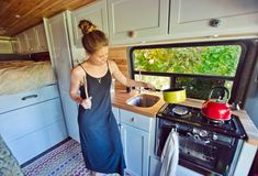 Need some inspiration for your campervan kitchen? Here are 9 swoonworthy campervan kitchens that make cooking for van life a breeze. Mercedes Sprinter, Sprinter Van, Camping Oven, Camping Hacks, Van Camping, Outdoor Camping, Camping Packing, Rv Hacks, Camping Life