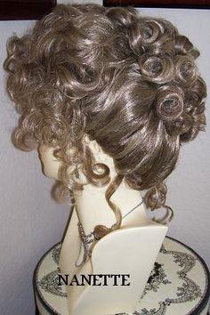 Details über das WIG SASS-Theater im viktorianischen Stil und Farbauswahl Historical Hairstyles, Edwardian Hairstyles, Vintage Hairstyles, Wig Hairstyles, 1800s Hairstyles, Hairdos, Wig Styles, Short Hair Styles, 1930s Hair
