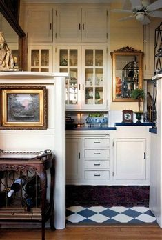 Decorating Small Spaces In Grand Style Design Interior Small House Warm Kitchen, Little Kitchen, Country Kitchen, Happy Kitchen, Kitchen Nook, Kitchen Interior, Kitchen Design, Kitchen Decor, Eclectic Kitchen
