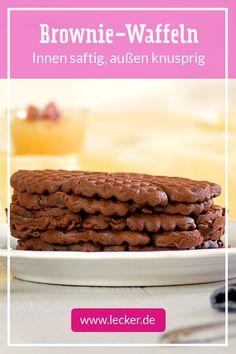 Brownie waffles - crunchy on the outside, juicy on the inside- Brownie-Waffeln – außen knusprig, innen saftig Brownie + Waffle = big love! Brownie Recipes, Cheesecake Recipes, Cupcake Recipes, Baking Recipes, Cookie Recipes, Dessert Recipes, Chewy Brownies, Best Brownies, Cookie Dough Cake