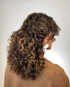 Dyed Curly Hair, Colored Curly Hair, Curly Hair Tips, Curly Hair Styles, Natural Hair Styles, Big Curly Hair, Curly Girl, Curly Hair Salon, Curly Hair Braids