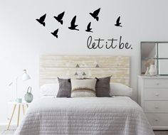 35 Amazingly Pretty Shabby Chic Bedroom Design and Decor Ideas - The Trending House Scandi Bedroom, Vintage Bedroom Decor, Cama Vintage, Dreams Beds, Bed Sizes, Home Staging, Decoration, Sweet Home, Furniture
