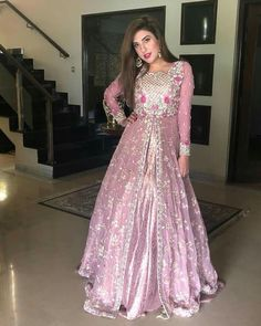 Ropa Tutorial and Ideas Pakistani Gowns, Pakistani Fashion Party Wear, Pakistani Formal Dresses, Indian Bridal Lehenga, Indian Bridal Fashion, Pakistani Bridal Wear, Indian Dresses, Shadi Dresses, Pakistani Clothing