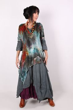 Discover thousands of images about Aproximat von Tatiana Palnitska - Kunst zum Tragen Originals - Farbe Boho Look, Bohemian Style, Boho Chic, Pretty Outfits, Beautiful Outfits, Cool Outfits, Kleidung Design, Estilo Hippie, Look Fashion