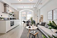 Varmt välkomna till en nyproducerad, kvadratsmart bostad med ett utsökt läge! Ålandsgatan 6. Bjurfors,se