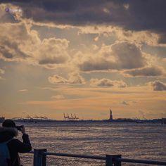 Good morning in this foggy day #NYC  : @wiseconnex  #skyline #wiseconnex #outdoorspics #colinix #what_i_saw_in_nyc #newyork #brooklynbridge #brooklyn #photo #manhattan #ig_street #photography #picoftheday #streetphotography #streetlife #instagram #morning #beautifuldestinations #sunrise #igers #urban #outdoors #photographer #brooklynbridgepark