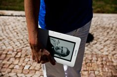 Na era da partilha online, a leitura continua a ser uma prática individual. Inquérito diz que 58 por cento dos utilizadores da Internet já leu livros digitais