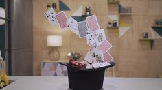 Enfeite de cartola com cartas para centro de mesa - Fazendo a Festa - GNT