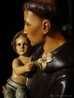 San Antonio de Padua con el niño de la escuela Olotina de principios de Siglo XX, 1m56cm, madera  policromada.