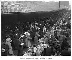 Pike Market shoppers, Seattle, 1911