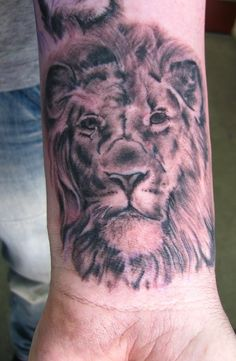 Draw Lions The 50 Coolest Looking Leo Tattoos for Guys - It is the belief of many that celestial signs influence who we are. This belief is often expressed in the form of zodiac tattoo designs. The most popular and dominant tattoo of the zodiac signs… Wolf Tattoos, Lion Head Tattoos, Mens Lion Tattoo, Skull Tattoos, Lion Tribal, Art Tribal, Lion Tattoo Design, Tattoo Designs Men, Small Wrist Tattoos