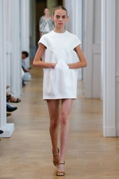 Courrèges Spring 2017 Ready-to-Wear Fashion Show