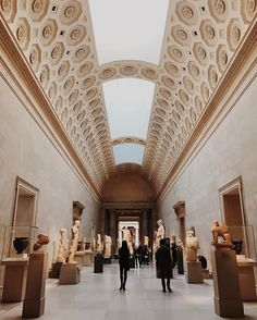 interlochenarts This morning President Kimpton joined us for a stroll through the @metmuseum. • New York, NY • #nyc #interlochenarts #Interlochen