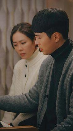 Hyun Bin - Son Ye Jin (Crash landing on you) Hyun Bin, Korean Drama Best, Korean Drama Movies, Korean Dramas, Ahn Jae Hyun, Jung Hyun, Song Hye Kyo, Song Joong Ki, Kdrama