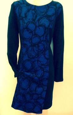 #Abito maglia: Lana e viscosa manica lunga banda sul davanti e sul retro fantasia cerchi astratti colore nero bluet. #negozio #abbigliamento #donna #inverno  Disponibile presso: Mortarotti a Milano.