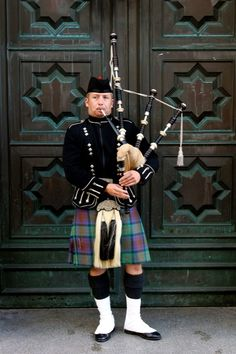 Scottish Bagpiper >> When I was in Edinburgh several years ago I took a picture of a (different) bagpiper in the exact same spot. Scottish Bagpipes, Scottish Man, Scottish Culture, Edinburgh, Glasgow, England Ireland, Cairngorms, Dapper Dan, Men In Kilts