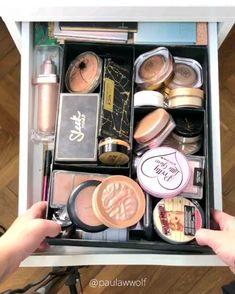 Organisation der Make-up-Kollektion. Diy Makeup Organizer, Makeup Storage Organization, Organization Ideas, Makeup Goals, Makeup Kit, Makeup Brushes, Make Up Marken, Rangement Makeup, Bath Body Works