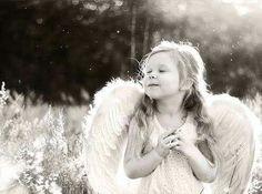 Quando si è nati con le ali si deve in ogni modo usarle per volare  ღ Florence Nightingale