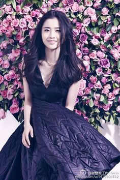 Does anyone else thinks she looks like a crossover of Tang Wei and Huang Shengyi?