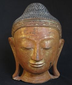 Lacquerware Buddha head [Material: lacquer] [42,5 cm high] [Mandalay style] [Originating from Burma]