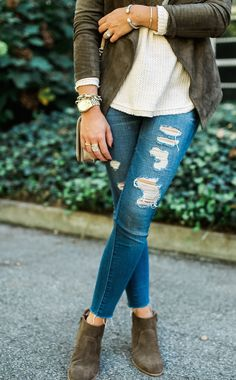 Fall Bucket List / Simple Fall Outfit Idea via Glitter & Gingham / How to style a suede jacket with denim jeans