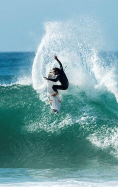 Bouncing Back - Jordy Smith on recovering from injury, being a world title contender, and why he still loves a good web clip Surfing Photos, Surfs Up, Best Web, Ocean Waves, Boating, Things That Bounce, Around The Worlds, Sport, Search