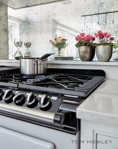 The traditional style range cooker is everything you expect from an Aga but with the flexibility of gas and electric. This model is much more suited to modern families where we need instant heat to cook on daily. Dark Grey Kitchen, Grey Kitchen Island, Tom Howley Kitchens, Grey Kitchens, New Kitchen, Kitchen Decor, Kitchen Ideas, Gas And Electric Ranges, Mirror Backsplash