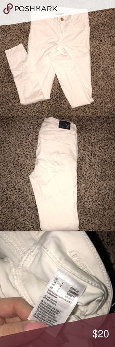 American Eagle white jeggings Size 4! Fits true to size. Great condition. So soft and the perfect white skinny jeans. American Eagle Outfitters Jeans Skinny