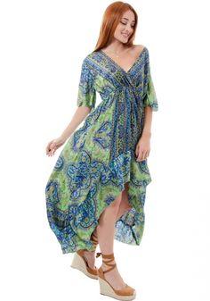 ΦόρεμαMiss Pinky maxi με κοντό μανίκι. Τοφόρεμαείναι μεταξωτό και στο στήθος κάνει κρουαζέ.