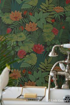 Reverie Jungle - Papier peint Retrospective Papers de Little Greene Crazy Wallpaper, Luxury Wallpaper, Painting Wallpaper, Retro Wallpaper, Bathroom Wallpaper, Wallpaper Online, Wall Wallpaper, Designer Wallpaper, Pattern Wallpaper