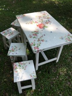 Adding That Perfect Gray Shabby Chic Furniture To Complete Your Interior Look from Shabby Chic Home interiors. Decoupage Furniture, Hand Painted Furniture, Paint Furniture, Repurposed Furniture, Shabby Chic Furniture, Furniture Makeover, Vintage Furniture, Shabby Chic Homes, Shabby Chic Decor