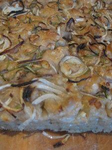 Sourdough focaccia topped with onion, garlic, rosemary and sea salt Eating Habits, Sea Salt, Onion, Garlic, Nutrition, Bread, Taurus Ascendant, Vegan, Canning