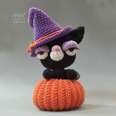 "Elá Camarena no Instagram: ""Tuig Gatinha > Coleção Halloween Amelie. . Fio Amigurumi Soft @circuloprodutos . Live dia 23 de outubro às 16 hs no Facebook…"" Amelie, Crochet Hats, Beanie, Facebook, Halloween, Instagram, October 23, Wire, Gatos"