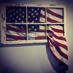 Old American Flag, American Flag Crafts, American Flag Wall Art, Patriotic Bunting, Old Window Projects, Porch Wall Decor, Flag Ideas, Wood Flag, Pallets Garden
