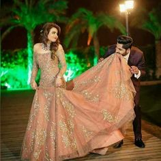 See our latest photo collections of Indian Wedding Couple portrait in different poses and from different places and locations. Lovely images of Couple portrait. Indian Wedding Gowns, Indian Gowns Dresses, Indian Bridal Fashion, Pakistani Bridal Dresses, Engagement Dress For Bride, Engagement Gowns, Lehenga Designs, Indian Wedding Couple Photography, Reception Gown