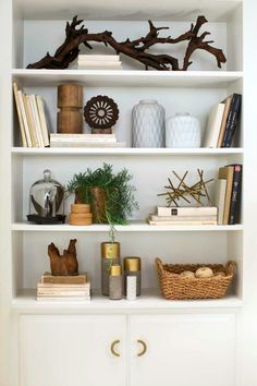 45 Totally Inspiring Farmhouse Bookshelf Design Decor Ideas - Decorating Ideas - Home Decor Ideas and Tips Bookshelf Styling, Bookshelf Design, Bookshelf Ideas, Book Shelves, Ladder Bookcase, Bookshelf Inspiration, Shelving Design, Modern Bookcase, Shelving Ideas