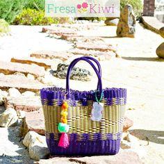 Divina bolsa hand made! No te quedes sin la tuya #preguntaporella #soyFK #fresakiwi #articulosartesanales. #bolsas #hechasamano #soytotalmenteartesanal