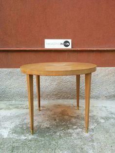 Tavolo tondo stile Giò Ponti in acero anni 50. Discrete condizioni.  Misure 90x73h #magazzino76 #viapadova #Milano #nolo #viapadova76 #M76 #modernariato #vintage #industrialdesign #industrial #industriale #furnituredesign #furniture #mobili #modernfurniture #antik #antiquariato  #armchair #chair #sofa #poltrone #divani #tavoli #table #teak #anni60