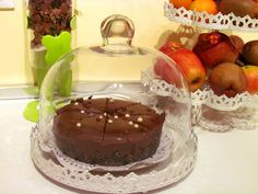 Chocolate cake or an apple?