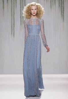 Love this Jenny Packham very 'romantique' dress...